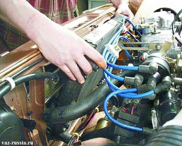 Снятие радиатора охлаждения двигателя