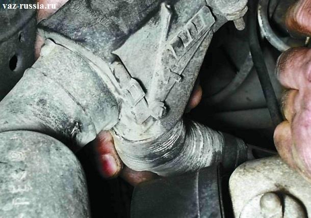 Обратное подсоединение рукой, шланга подвода воздуха