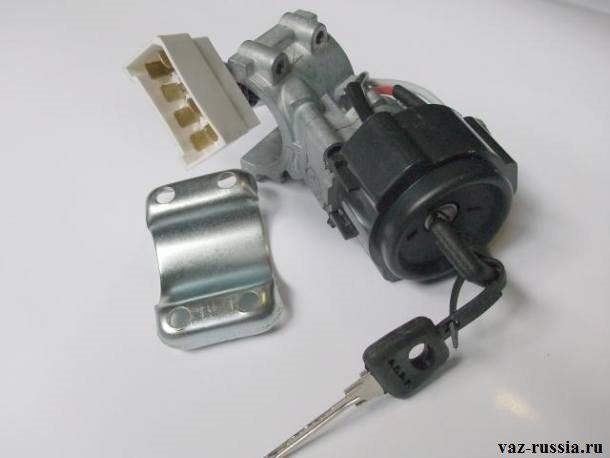 На фото показан выключатель зажигания