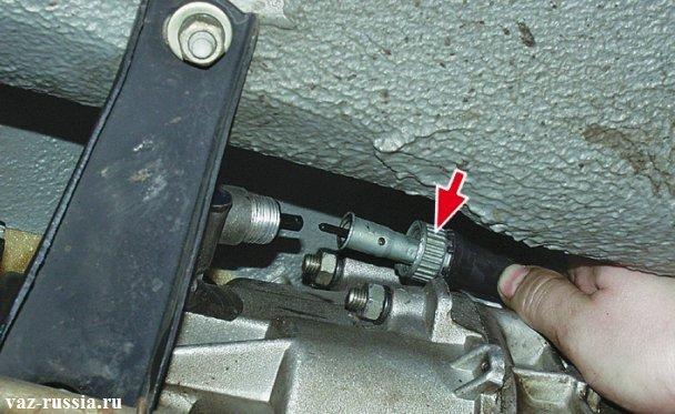 Отсоединения троса от редуктора находящегося на коробке