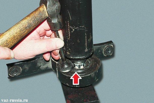 Спрессовывание промежуточной опоры, до того пока она не упрется в гайку