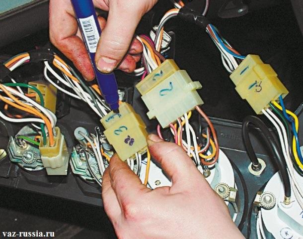 Промаркирование всех разъемов, для дальнейшей их точной установки