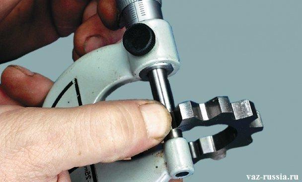 Измерение ведущей шестерни масляного насоса
