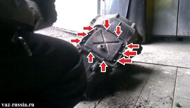 Болты которые крепят нижнюю крышку к картеру коробки
