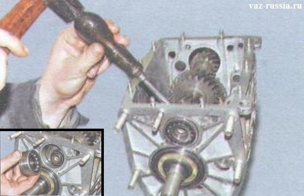Снятие наружного кольца подшипника, а после чего снятие шестерни вала