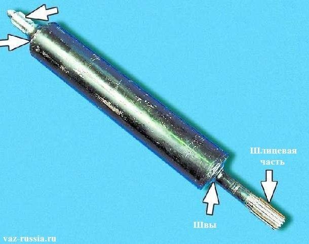 Первый вал и стрелками указано часть его деталей