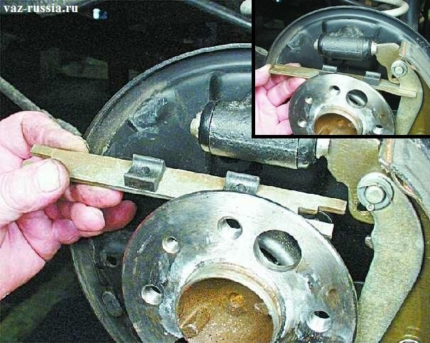 Установка распорной планки прорезью в колодки