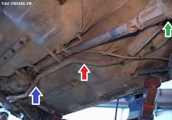 Местонахождение резонатора на классике и стрелками боковыми указы где данный резонатор соединяется с задней частью глушителя и с приёмной трубой