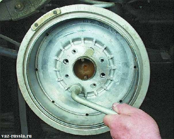 Установка тормозного барабана на ступицу другой стороной
