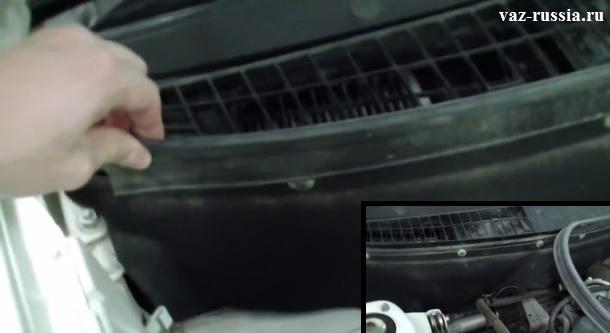 Снятие нижней уплотнительной прокладки отведение её в сторонку, чтобы она не мешала снятию фильтра
