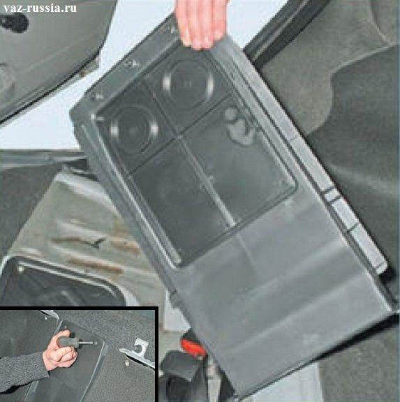 Выворачивание винтов крепления перегородок и снятие всех пластиковых перегородок с автомобиля