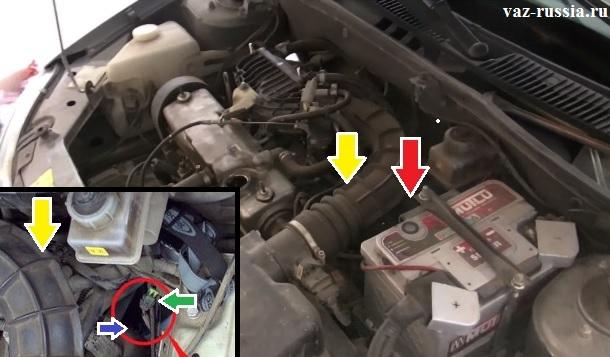 Местонахождение датчика скорости показано стрелками на обоих фото