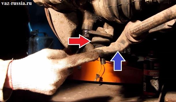 Одной из стрелкой показано где находиться сама опора, а другой (Синей) показан рычаг в который палец опоры и вставлен