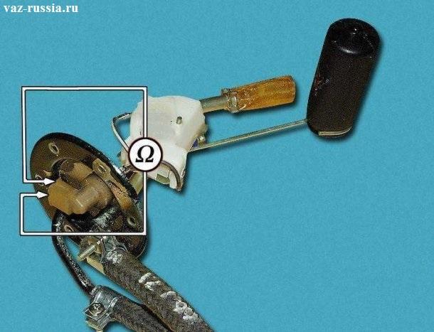 На фотографии показана схема на которой объясняется как можно проверить работоспособность Датчика Уровня Топлива