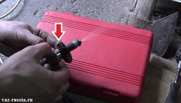 Подсоединение к контактам двух проводов идущих либо же от АКБ, либо же от зарядного устройства
