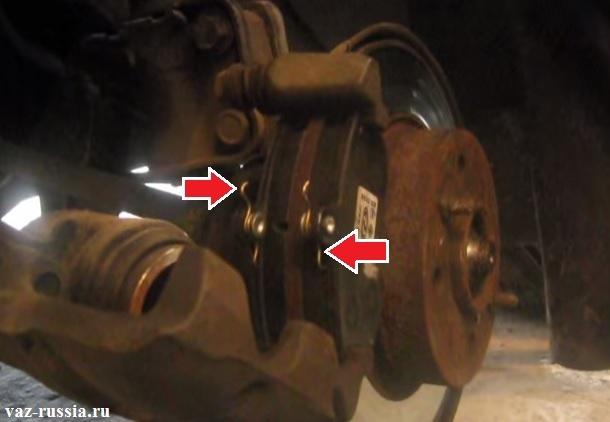 Правильно установленные тормозные колодки