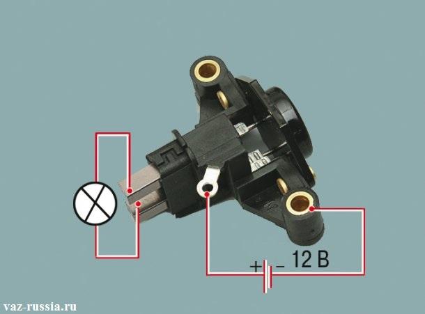 На фотографии изображена схема того как контрольную лампочку нужно подсоединять к регулятору, для того чтобы проверить его на исправность