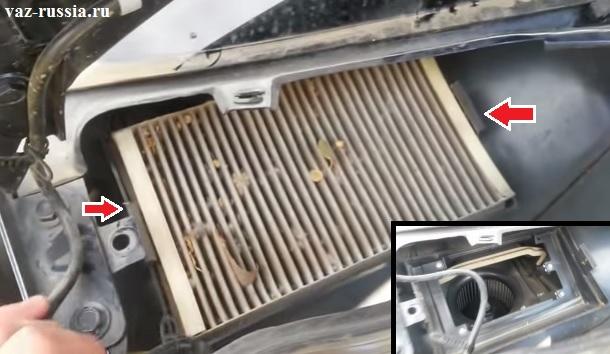 Отгибание боковых защёлок и вынимание салонного из того места где он установлен и дальнейшее его снятие с автомобиля