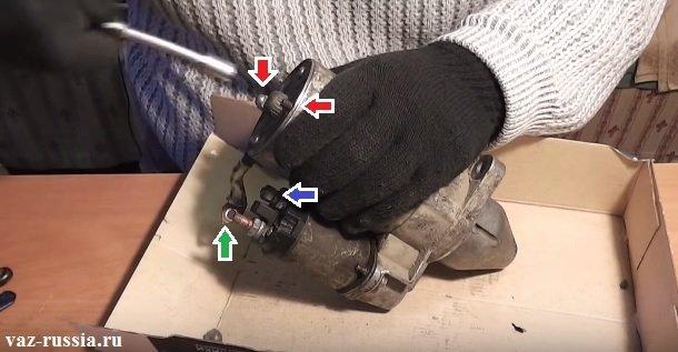 Выворачивание гаек крепления крышки и отворачивание гайки которая провод к контактному болту крепит