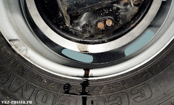 Явный потёк на колесе, вызванный утечкой тормозного цилиндра
