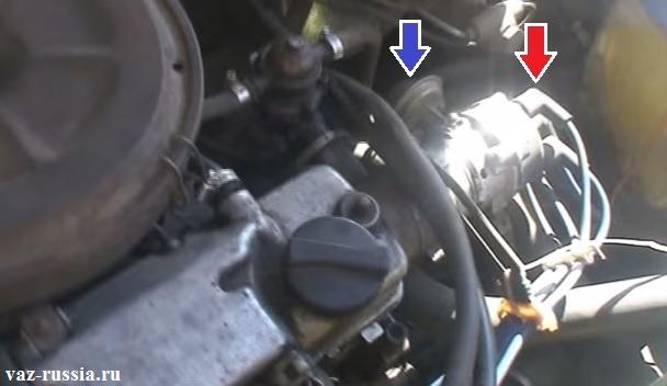Отсоединение всех проводов и перекидывание их на новую крышку, а так же отсоединение шланга от вакуум-корректора