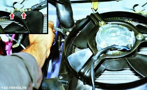 Выкручивание болтов и гаек которые крепят вентилятор к радиатору