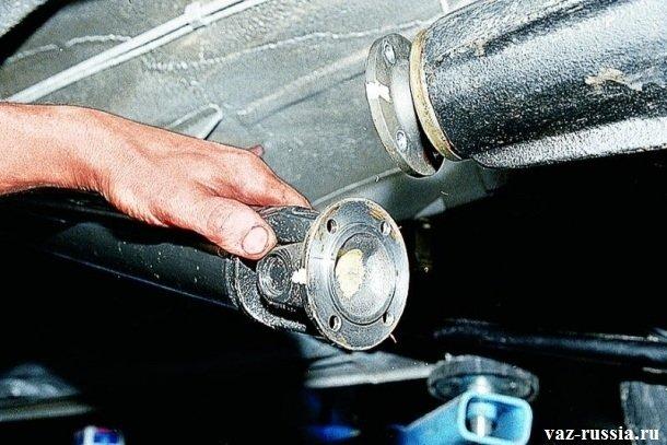 Отсоединение фланца задней части кардана