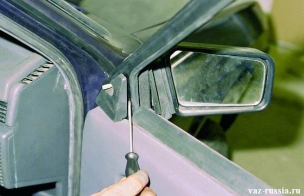 Снятие накладки бокового зеркала