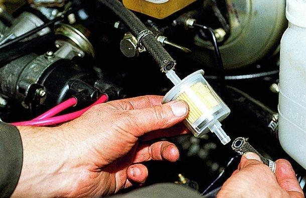 Замена топливного фильтра на карбюраторных ВАЗ