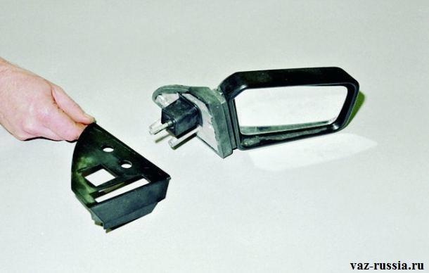 Снятие рукой боковой накладки бокового зеркала
