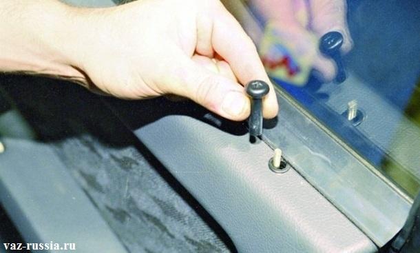Снятие со шпильки, кнопки блокировки двери
