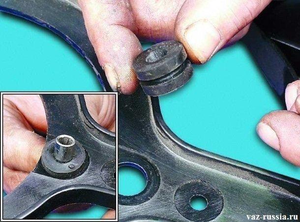Снятие резиновых втулок, с последующей проверкой их состояния
