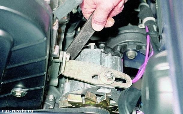 Смещение генератора от блока монтажной лопаткой