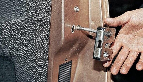Замена наружного замка двери на ВАЗ