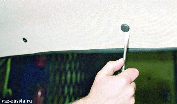 Поддевание замка, потолочного пистона