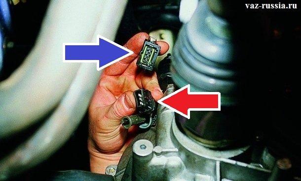 Отсоединение колодки проводов, от жгута датчика