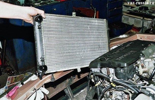 Установка радиатора, на свое место