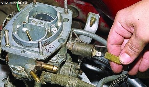 Отсоединение кончика проводов от электромагнитного клапана
