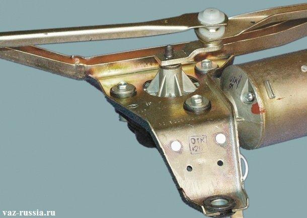 На фото изображена правильная установка кривошипа на вал редуктора