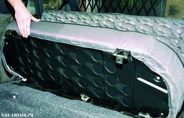 Снятие подушки заднего сиденья