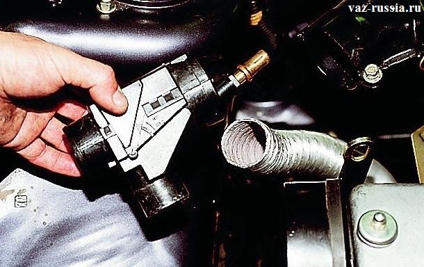 Снятие терморегулятора и отсоединение от него шланга подвода горячего воздуха