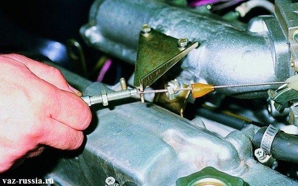 Извлечение троса из кронштейна который располагается на ресивере