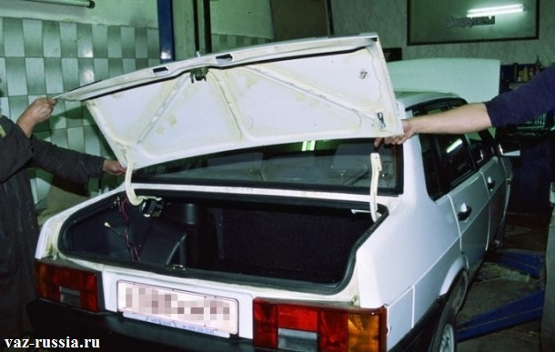 Снятие багажника с автомобиля