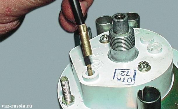 Извлечение шплинта крепления наконечника троса, и в последствие чего снятие троса