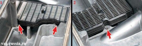 Фото под цифрой «1» - показывает что пакет сетки с данной стороны должен непосредственно упираться в выступы. Фото под цифрой «2» - показывает что пакет сетки не должен закрывать отверстия, в которое в дальнейшем будет заворачиваться болт крепления корпуса маслоотделителя