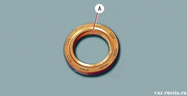 Стрелкой «А» - указана рабочая кромка сальника