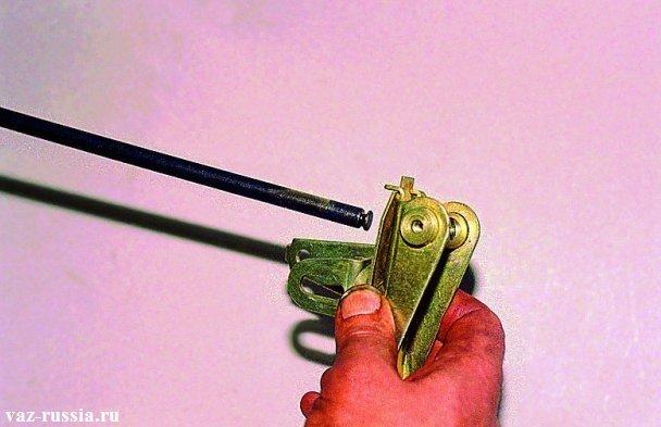 Разъединение между собой двух рычагов привода регулятора давления