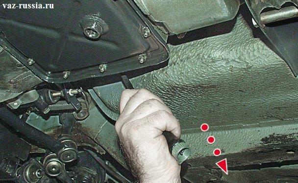 Фото №8 - как снять привод спидометра на ВАЗ 2110