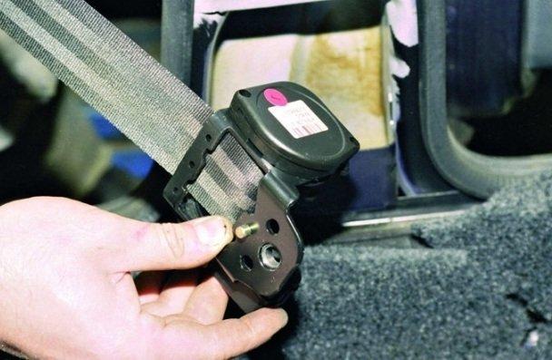 Замена передних ремней безопасности на ВАЗ