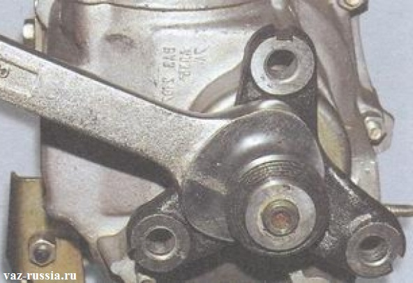 Ослабление гайки крепления центрирующего кольца эластичной муфты